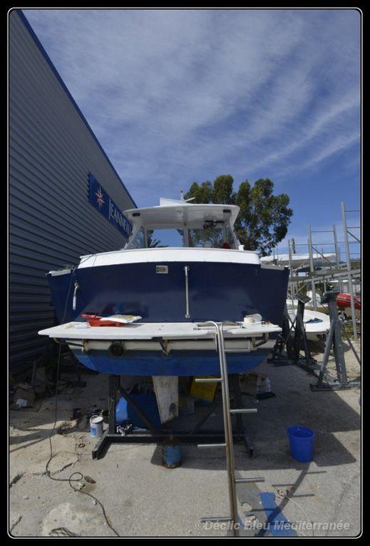 travaux d'entretien du bateau support de l'équipe. Winter maintenance of the ship of the team.