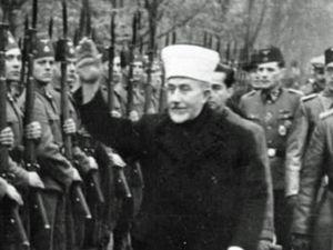 """Les deux premières photos illustrent le salut de type nazi des membres du Hezbollah chiite soutenu par la République islamique d'Iran. La troisième montre des soldats musulmans SS (lisant un ouvrage portant sur """"l'islam et la juiverie"""") pendant la seconde guerre mondiale. La quatrième montre le Grand Mufti de Jerusalem faisant le salut nazi devant des soldats SS musulmans!"""