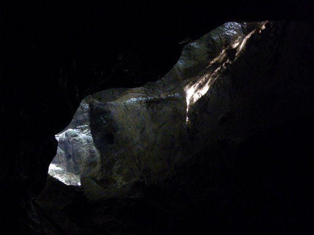 Dimanche 3 mai, notre fidèle équipe d'irréductibles, ont visité la grotte Sainte Anne sous un temps ensoleillé dont ils ont profité pour se restaurer!