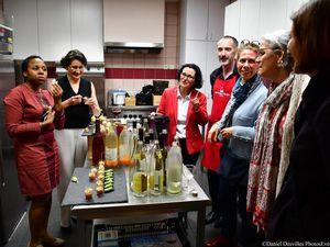 En cuisine !!!  Avec les Tabliers rouges , Alexandre Humbert , dans une belle  ambiance simple et conviviale comme on les aime  avec Catherine Tournerie (coach) , Lucille Masson (CCI 63), Hélène Dambrines de Ramecourt (Michelin), Claude Borghetto ( Présidente APMCA) avec Delphine Zanoletti ( membre du jury APMCA)   et nos lauréates , Catherine Guy ( Editrice)  et Louise Massing ( Institut Curie) ! Hum....C'est bon !!Et c'est aux couleurs de l'ASM !