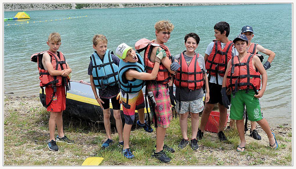 """Photos Katia """"les élèves de 6ème et 5ème du collège René Cassin, à la suite de l'expo EPI ont nettoyé les berges du lac sur des canots pneumatiques"""""""