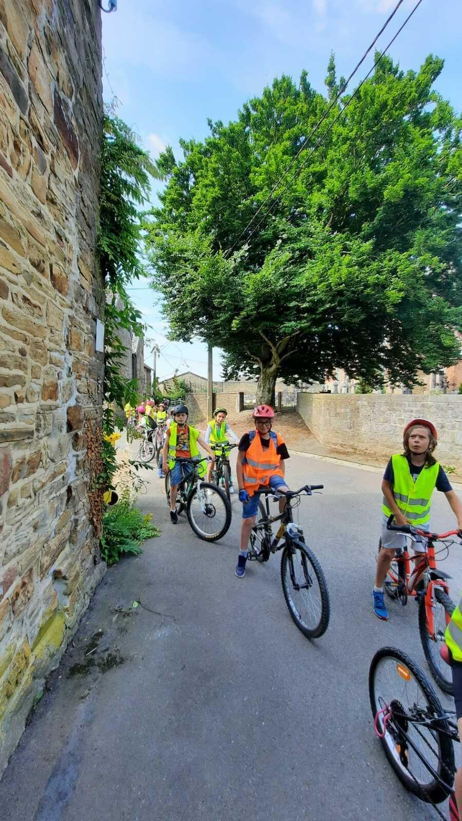 Sortie vélo dans la belle campagne d'Ouffet avec les élèves de P4