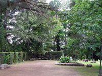 Une réplique des maisons doubleaudes du parc Voulgre, reconsttituées dans le parc.
