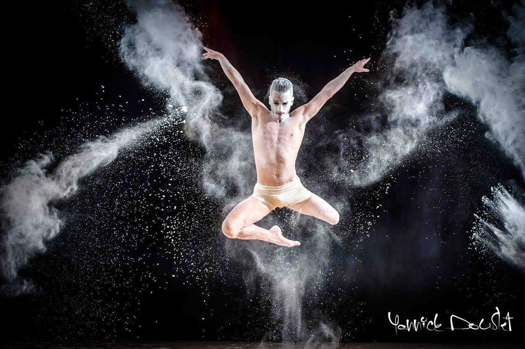 Divers - photo - Art. France, Corse - Europe. Photo. Hisabelle Gambotti et Yannick Doublet photographes pour un magicien de la danse Artistique: Fabien Giraudon.