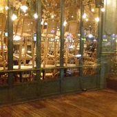 """""""On serait bien restés toute la nuit"""" : la fermeture des restaurants et bars difficile à accepter pour certains clients"""