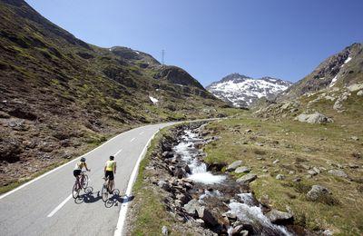 Dom sur le Tour du Mont Blanc, en vélo route