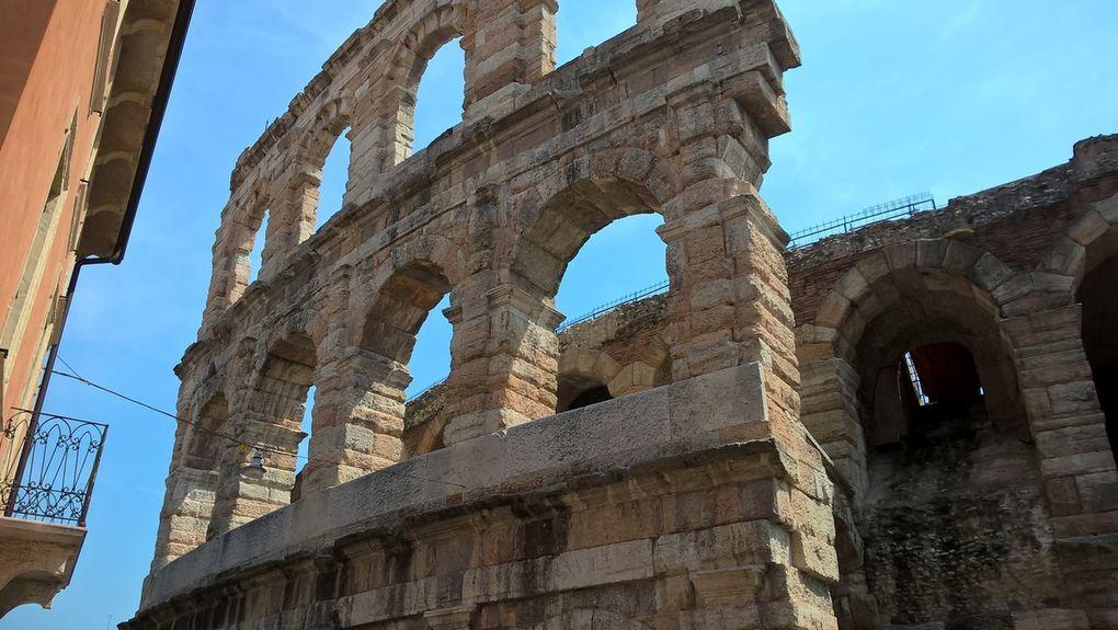 Groupe 2 : Juliette (sans Roméo). Colosse de Saint Charles Borromée. Les arenes de COME. Tout va bien pour le groupe, moins bien pour Internet.