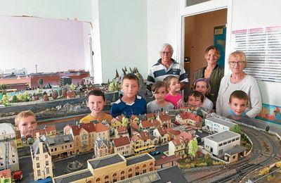 Les enfants du centre aéré découvrent le modélisme