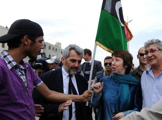 L'Union européenne établit des relations diplomatiques officielles avec les insurgés libyens et ouvre une représentation diplomatique à Benghazi