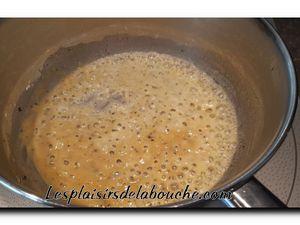 Dos de cabillaud en croûte d'herbes, sauce mornay.