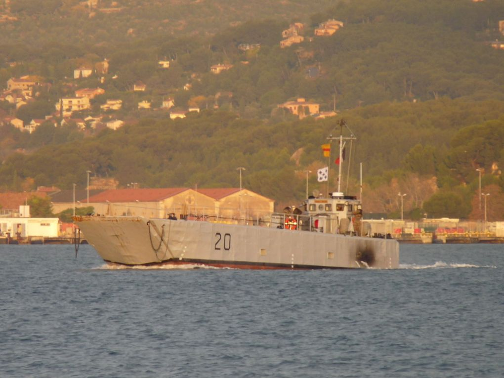 NEKEGRAV , CTM 20 , en petite rade de Toulon le 08 décembre 2015