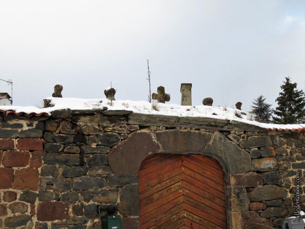 Des maisons dans le hameau de Rougeac