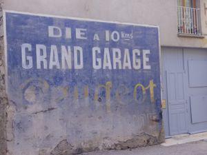 Quelques publicités peintes sur les murs...