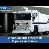 Le camion anti-émeute de la police nationale