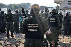 Guaido promet 20 000 dollars à chaque soldat désertant l'armée, selon Caracas