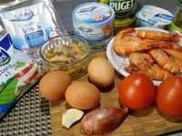 1 - Préchauffer le four th 6,5 (200°). Peler le tomates, les épépiner et les écraser à l'aide d'un presse-purée. Peler et dégermer la gousse d'ail, passer au presse-ail et l'ajouter à l tomate. Peler et ciseler l'échalote et la faire revenir à la poêle avec de l'huile d'olive quelques minutes. Incorporer à la tomate, mélanger, saler et poivrer le tout.
