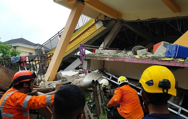 Indonesia earthquake kills 26: 'Strong' aftershocks possible after quake in Sulawesi