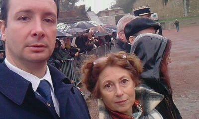 """Sur invitation de Madame Lysiane TELLIER, Présidente de """"Mémoires du Mont-Valérien"""" dépôt de Gerbe le 22 Novembre 2009 au Mémorial à Suresnes (92)en présence d'élu(e)s,Militaires et 300 Porte-Drapeaux.Idem pour 2010 et 2011."""
