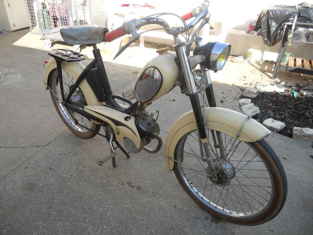 Albert Sutter 55 Spécial du 03/11/1955 Année : 1955 N° cadre : 22.... N° moteur : 17.... Carburateur : Fabriqué a Châtellerault ( 86100 )