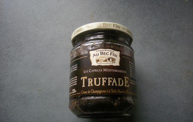Oeufs cocotte au confit à la truffe blanche d'été .