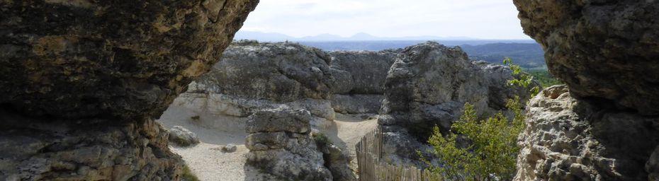 Les ROCHERS des MOURES ( près de Forcalquier ) et les CABANONS de pierre sèche