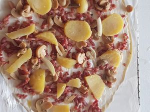 pizza au  fromage raclette