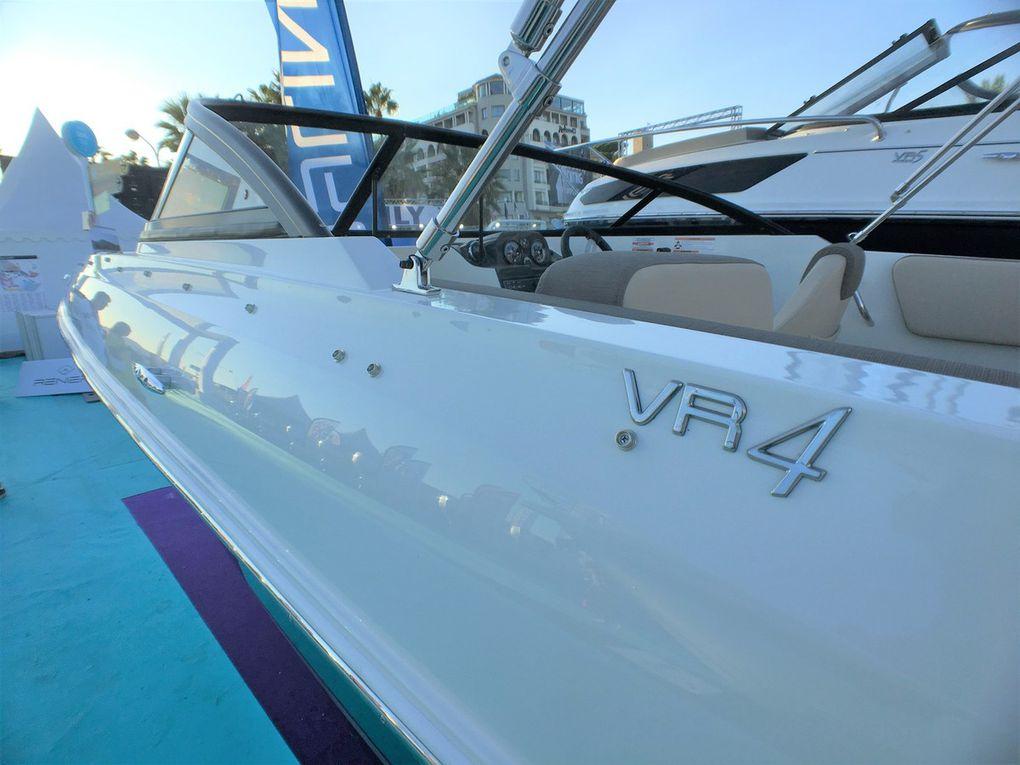 Scoop - Premières photos du VR4, le nouveau day-cruiser de Bayliner !