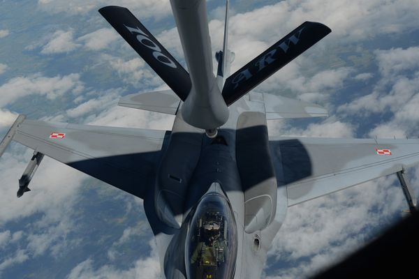 © USAF - Ravitaillement en vol d'un F-16C de la Force Aérienne Polonaise lors d'un entraînement.