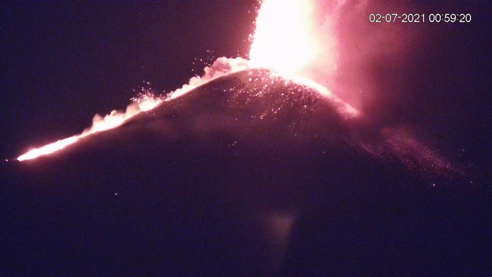 Etna SEC- the lava fountains at 07/02/2021 / 12:59 am and 1:59 am loc. -  webcam LAVE