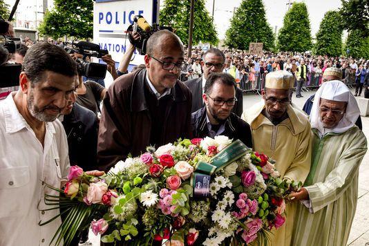 A Mantes-la-Jolie, des milliers de « musulmans ordinaires » défilent « contre la barbarie »