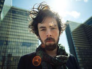 paul roman, un chanteur français minimaliste et romantique qui puise ses influences outre-atlantique