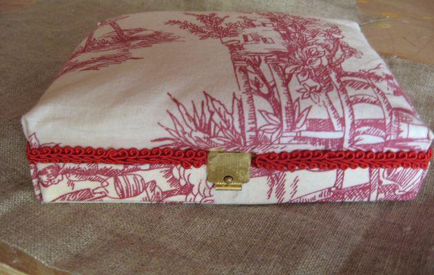 Mini boite à couture pour voyage