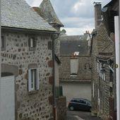 Au hasard dans les rues de Pierrefort - L'Auvergne Vue par Papou Poustache