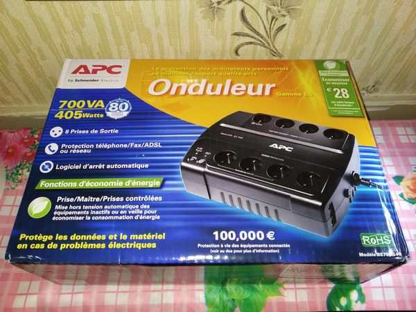 Unboxing onduleur APC Back-UPS ES BE700G-FR avec 8 prises FR + 3 ports RJ45 @ Tests et Bons Plans