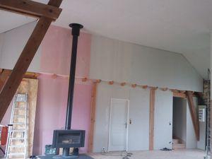 Avec un échafaudage, un leve plaque et de l'huile de coude. Le plafond de 4m50 est fait.