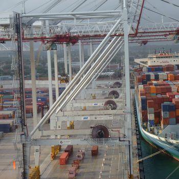 Arrivée au quai des porte-conteneurs à Southampton