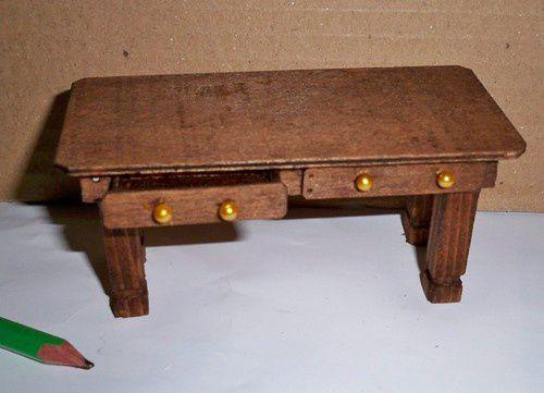 218 - l'atelier de couture miniature - la table et le chiffonnier