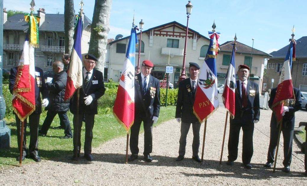 Photos de Jacques Loustaunau (République des Pyrénées Oloron).- René FERRO d'Anglet et Hubert GROUD. MERCI