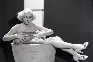 Toby Wing, 85, Pinup Star of the 1930's, Dies