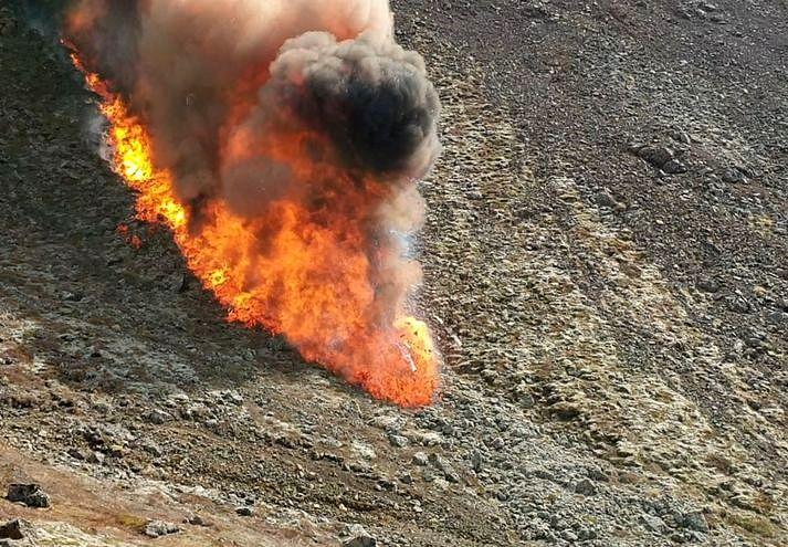 Fagradalsfjall éruption - 22.05.2021 - descente rapide de la lave vers Nátthaga, favorisée par le dénivellé - photo Visir