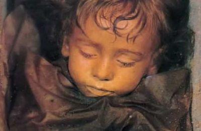 Rosalia Lombarda, la momie qui ouvre les yeux  !