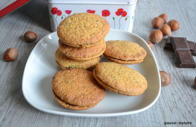 Biscuits aux noisettes fourrés au chocolat