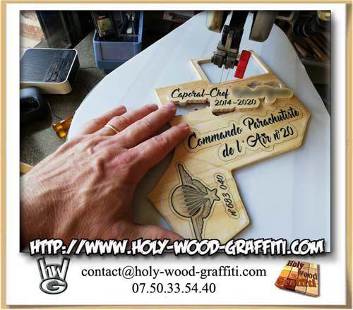 Découpe manuelle des différents éléments de bois à l'aide de ma scie à chantourner
