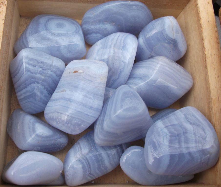 Exposition de minéraux & pierres en vente au Comptoir de Dharma