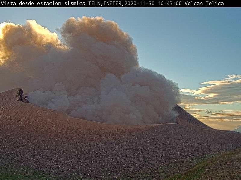 Telica - explosions de 14h44 et16h43 le 30.11.2020 -  webcam Ineter