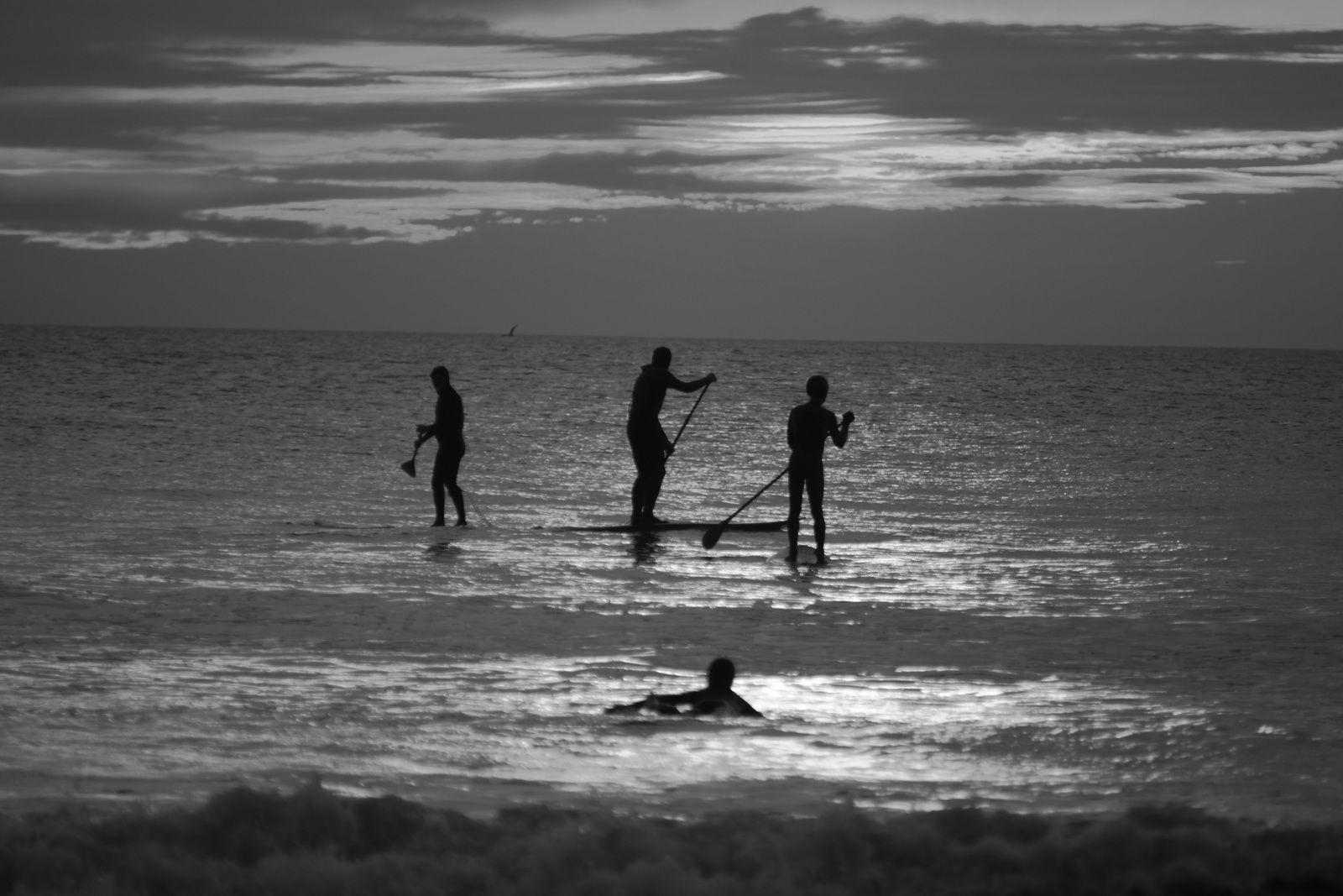 La soirée se prolonge, la vague se fait attendre