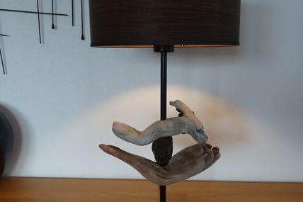 Lampe avec morceaux de bois flotté provenant d'Ajaccio