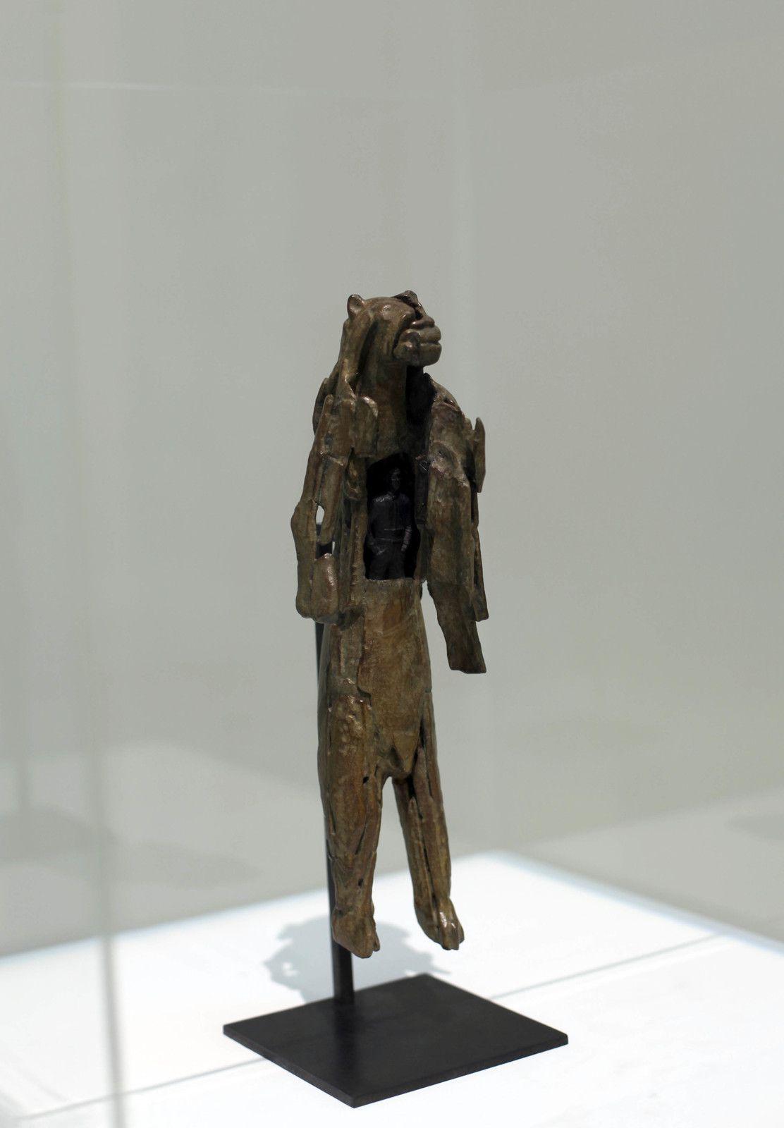 """""""L'homme Lion"""", 2020 de Abraham POINCHEVAL - Courtesy de l'artiste et la galerie Semiose © Photo Éric Simon"""