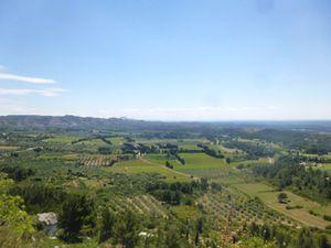 Les Baux de Provence, sommet, vue sur le paysage sud, le moulin, l'approche, Cl. Elisabeth Poulain