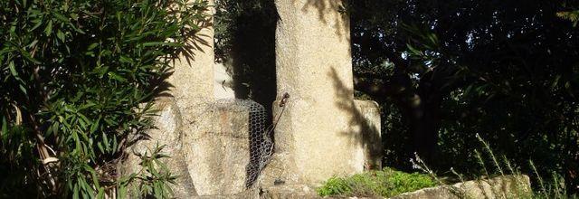 Le puits du Grand Saint Paul / Balade dans le village de Rognes